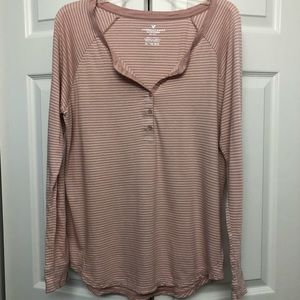 American Eagle blush and white henley top